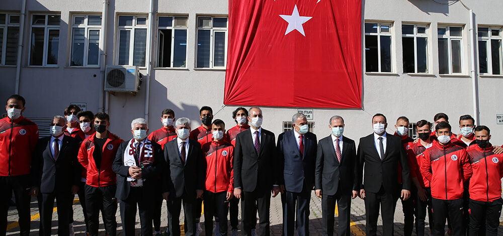Antakya Belediyesi'nde Bakan Gül'e görkemli karşılama