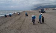 156 kilometrelik sahil şeridi hem karadan hem havadan temizleniyor